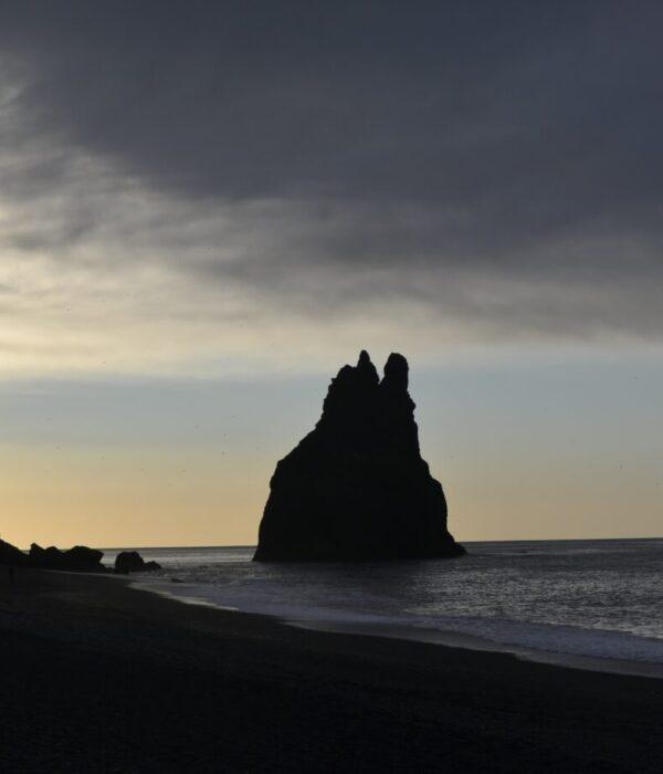 фото _ скалы Вика в авторском туре по Исландии с planB.ua