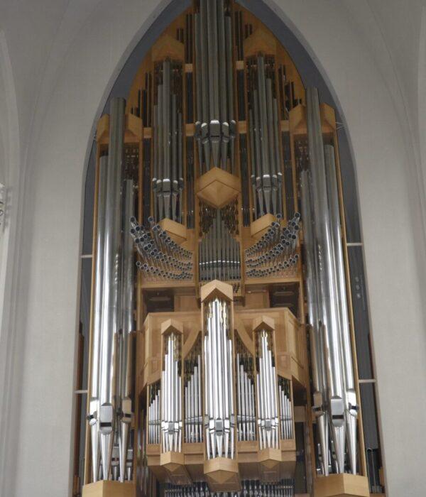 фото _ орган церкви Хадльгримскиркья в авторском туре по Исландии с planB.ua