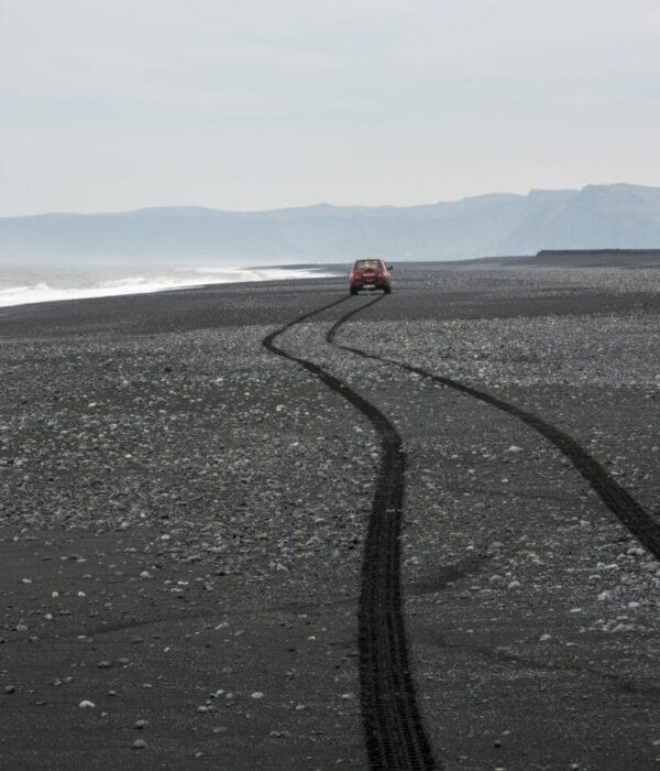 фото _ черные пески Вика в авторском джип-туре по Исландии с planB.ua
