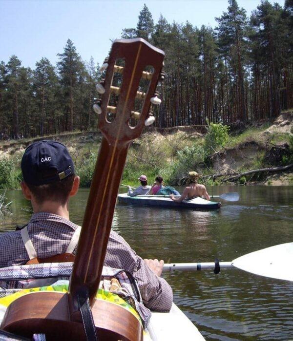 фото _ гитаристы в почете. Сплав на байдарках по реке Псел с planB.ua