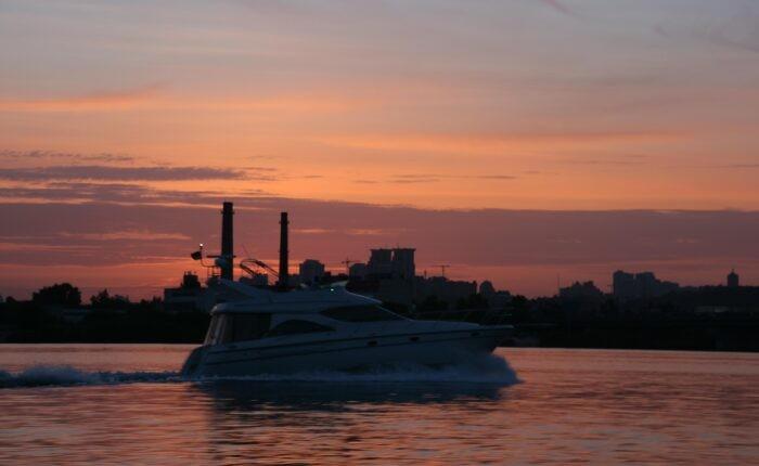 фото _ тур и Киева ночь на Яхте с планомБ