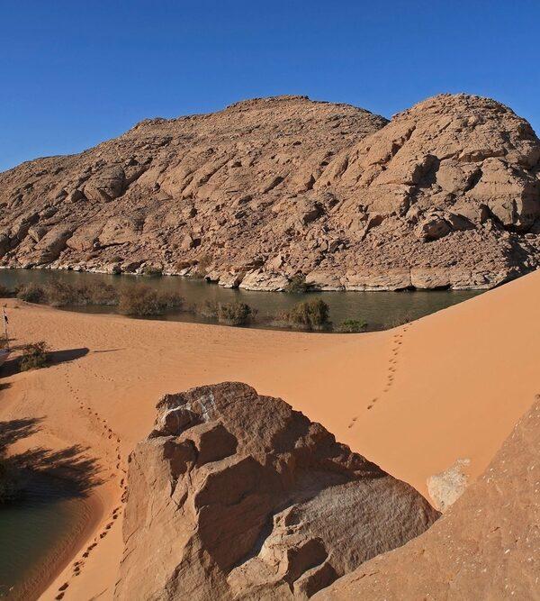 фото_дюны Сахары у озера Нассер